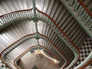 Grand escalier du Séminaire de Québec. Cliquez sur l'image pour voir la photo panoramique prise par Vincent Royer 15:36, 17/07/2010.