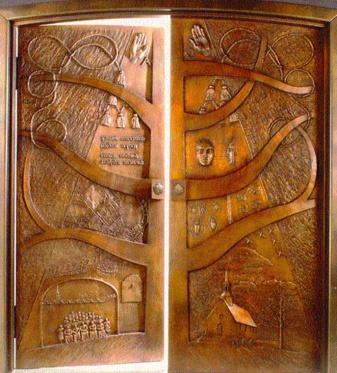 La porte s'ouvre (Oeuvre de Lucienne Cornet dans la  crypte du Séminaire de Québec à la Basilique-Cathédrale Notre-Dame de Québec)