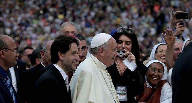 """Le pape François à la """"Convocazione nazionale"""" italienne au Stade Olympique à Rome le 2 juin 2016."""