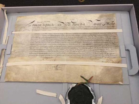 Les lettres patentes du roi Louis XIV confirmant en 1676 l'union du Séminaire de Québec avec le Séminaire des Missions Étrangères des Paris qui existait depuis 1665  (Crédits photo : H. Giguère)
