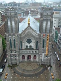 L`église St-Roch dns la Basse-Ville de Québec vue du haut des airs