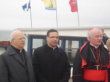De gauche à droite : Mgr Jean Gagnon, le curé Tony De Blois et le cardinal Ouellet