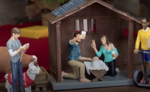 Montage pour une crèche de la Nativité de Jésus transposée en 2017. Chaque époque est interpelée par la naissance de Jésus, naissance à nulle autre pareille et qui ouvre un temps nouveau (Domaine public)