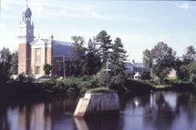L`église de Sainte-Catherine-de-la-Jacques-Cartier où  été baptisé monsieur l'abbé Beaumont
