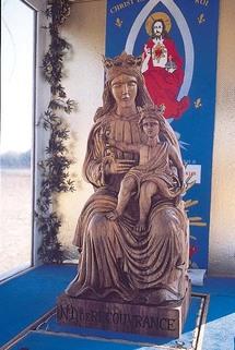 Statue de Notre Dame de Recouvrance au Mémorial de la Nouvelle-France dans l'église de Brouage, patrie de Champlain