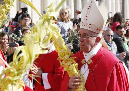 Procession du dimanche des Rameaux à St-Pierre de Rome (Crédits photo : Sel et Lumière)