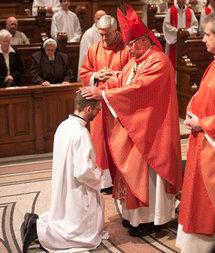Photo de l'abbé Félix Roberge lors de son ordination diaconale au Grand Séminaire de Montréal.