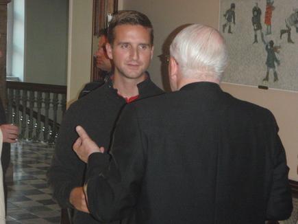 Un  séminariste en conversation avec le Supérieur général