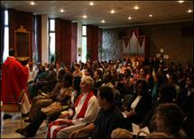 Célébration eucharistique présidée par l`abbé Jean Abud à la Chapelle Marie-Guyart du Pavillon Ernest-Lemieux de l'Université Laval