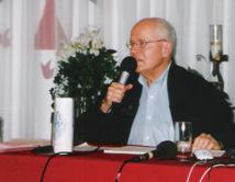 Monsieur l'abbé Michel Stein s'adressant à une rencontre des Équipes Notre-Dame Région du Canada.