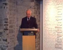 Le Supérieur général du Séminaire de Québec durant son allocution pour l'ouverture de l'exposition du 350e du Séminaire sur les beaux-arts au MCQ le 5 mars 2013