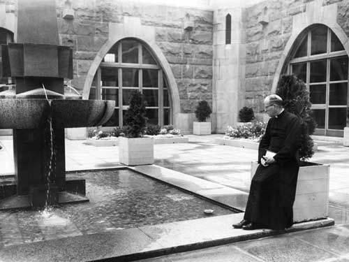 Le cloître du Grand Séminaire de Québec en 1960 devenu le Pavillon Casault de l'Université Laval