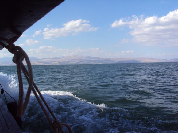 «Venez à l'écart» Lac de Galilée (Crédits photo : H. Giguère)