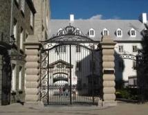 La grille d'entrée du Séminaire de Québec au 1, rue de la Fabrique à Québec (Photo H. Giguère)