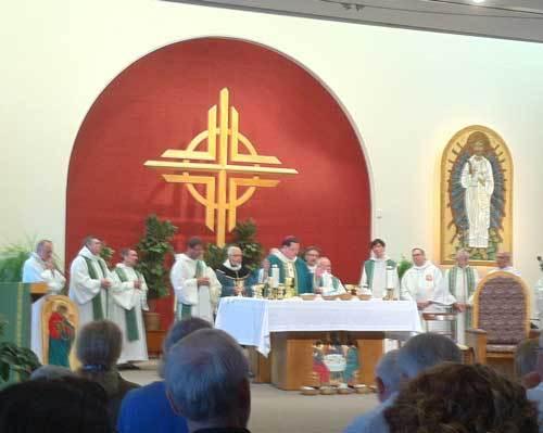 Concélébration présidée par Mgr Lacroix lors du lancement de l'année pastorale 2013 à Québec (Photo H. Giguère)