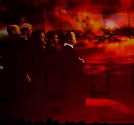 Les cinq prêtres qui se lancent dans la reconstruction du Séminaire et de ses oeuvres après la Conquête anglaise de 1760. Extrait de la vidéo du spectacle LUMIÈRES d'Olivier Dufour à l'été 2013 dans la Cour du Vieux-Séminaire de Québec (Photo Olivier Dufour, Spectacles et images).