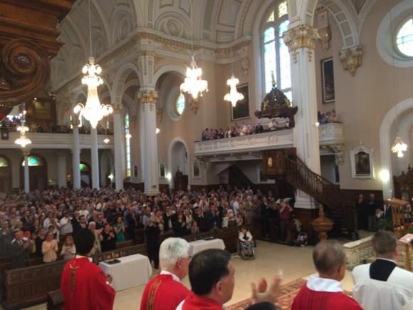 Une partie de l'assemblée lors de l'ordination presbytérale de Laurent Penot et Thomas Malenfant à l'Ancienne Lorette à Québec (Crédits photo H. Giguère)