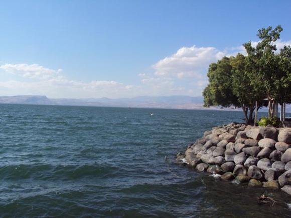 """""""Venez à l'écart (Marc 6, 31) Lac de Galilée (Crédits photo H. Giguère)"""