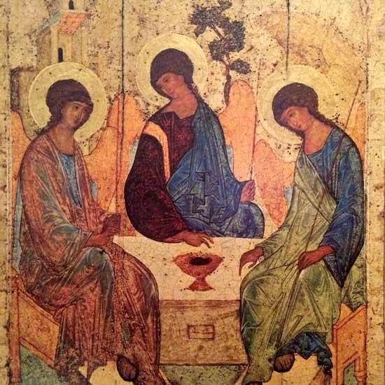 Icône russe de la Trinité  peinte par Andreï Roublev entre 1410 et 1427 et écrite à partir la rencontre d'Abraham avec Dieu sous forme de trois anges au chêne de Mambré que l'on voit dans le fond (Genèse 18, 1 ss). (Crédits photo : H. Giguère)