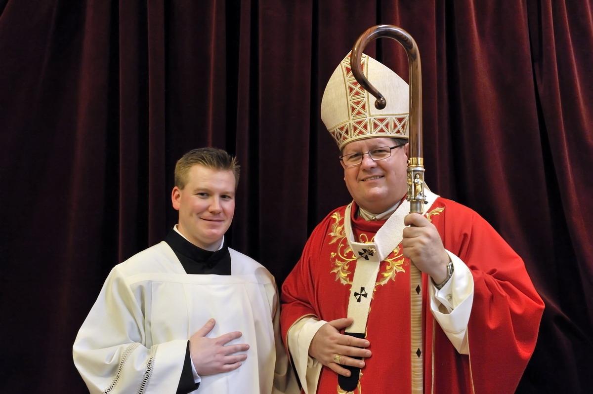 Monsieur le cardinal Gérald C. Lacroix en compagnie de monsieur Jérôme Frenette, cérémonaire officiel de Mgr l'Archevêque de Québec.