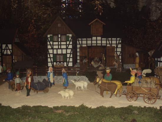 Crèche allemande avec les personnages de la vie quotidienne en la Basilique de l'Abbaye de Steinfeld en Allemagne où est le tombeau de saint Hermann Joseph (1150-1241) (Crédits photo Hermann Giguère)