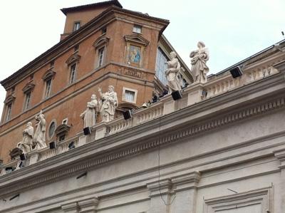 Vu de l'endroit où je me trouvais pour la clôture du concile Vatican II sur la colonnade du Bernin le 8 décembre 1965 (Crédits photo Hermann Giguère 2015)