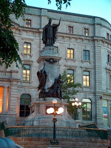 Monument à François de Laval érigé en 1908 sur la Côte Lamontagne à Québec