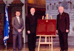 Les invités officiels au dévoilement de la plaque de Mgr de Laval de Parcs Canada le 6 mai 2008.