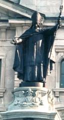 Statue du monument érigé à François de Laval en 1908