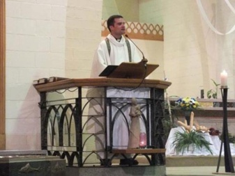 Abbé David Labossière lors de son ordination presbytérale en 2013 (Granby)