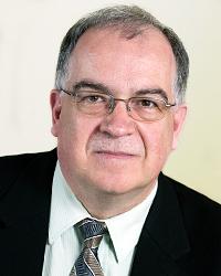 Le professeur Alain Faucher, prêtre