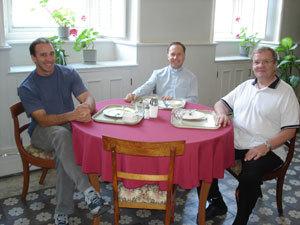 Les membres de l'Équipe d'animation et de formation: de gauche à droite Éric Montambault, l`abbé Jimmy Rodrique et le recteur: l`abbé André Gagné