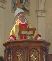 Mgr Jean-Pierre Blais en train de prêcher