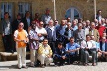 Un groupe de prêtres du Prado, association de prêtres diocésains fondée par le bienheureux Antoine Chevrier en 1860