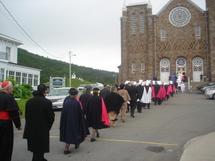 La procession vers l`église St-Michel de Percé