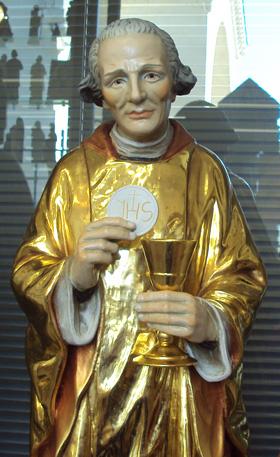 Statue moderne de saint Jean-Marie Vianney, curé d`Ars