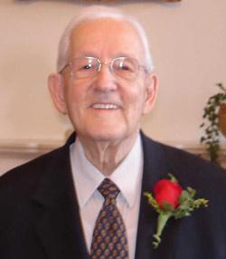 Photo de l`abbé Denis Duval lors de son soixantième anniversaire d`ordination presbytérale le 3 mai 2006
