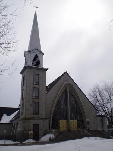 Église Notre Dame de Recouvrance. Architecte: René Blanchet. Construction du sous-sol 1948 et de l'église haute en 1965-1966.