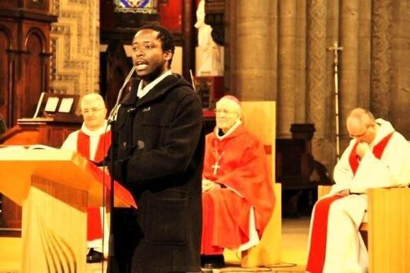 Photo prise à la Pentecôte 2010 à l'église Saint-Remi à Charleville-Mezières à l'occasion de la confirmation des jeunes que Léandre Zéfack avait préparé durant deux ans pour le dit sacrement.