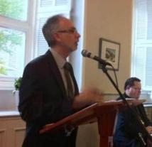 L'abbé Mario Côté, recteur du Grand Séminaire de Québec, s'adressant aux personnes participantes au banquet du 350e anniversaire de fondation du Grand Séminaire de Québec le 4 juin 2013