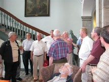 Le groupe des eudistes au pied du Grand Escalier