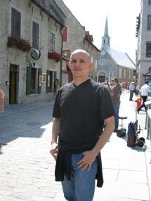 Un jeune eudiste à Place Royale à Québec