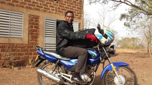 L'abbé Cyriaque Somé à l'oeuvre à  Diebougou  (Burkina Faso)