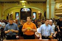 Les séminaristes présents au 49e Congrès eucharistique international de Québec réunis à la Cathédrale