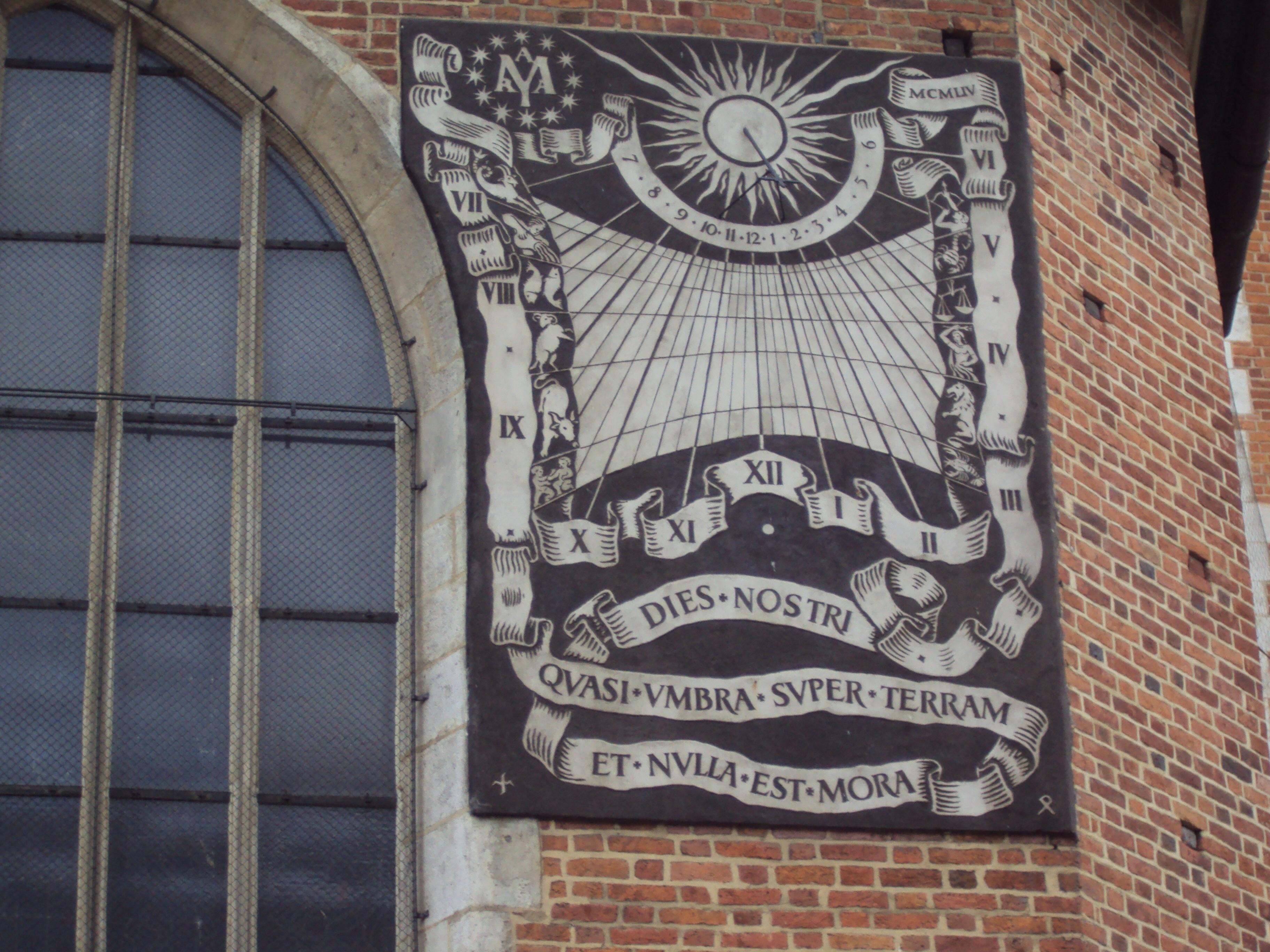 """""""Nos jours passent comme l'ombre..."""" Cadran solaire de la cathédrale de Cracovie (Photo H. Giguère)"""