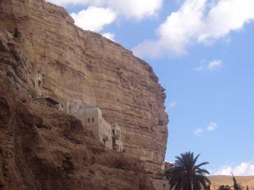 Une vue du déser de Juda dans lequel Jésus a passé quarante jours avant son ministère public (Monastère Saint-Georges - Photo H. Giguère)
