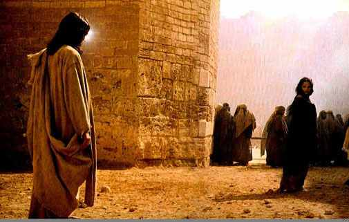 """Épisode de la femme adultère (Jean 8, 1-11) : """"Que celui qui est sans péché lui lance la première pierre""""."""